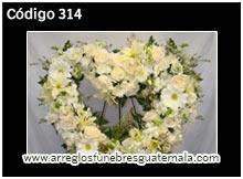 corazones con flores naturales para funeral