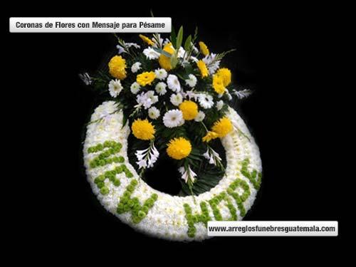coronas de flores que llevan letras
